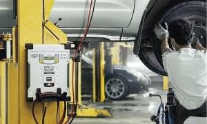 Coffrets et outils pour la mécanique automobile.