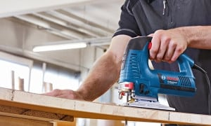 Scie sauteuse portative électrique pour le bois, le métal, l'alu...